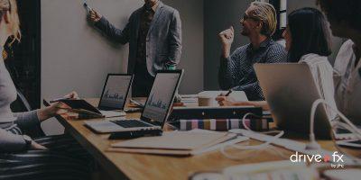 Reunião empresarial com mobilidade através de portáteis