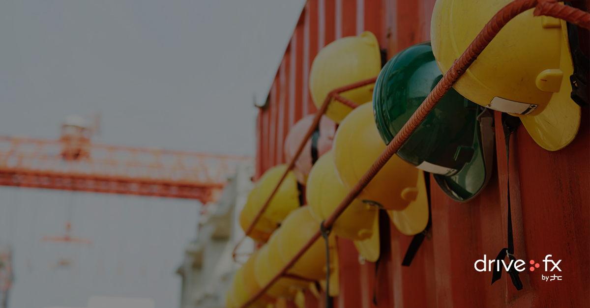 Capacetes de segurança de trabalhadores da construção civil para a gestão de obras